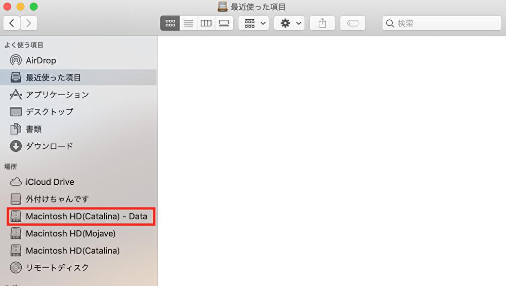 Finderを開き、内蔵のディスクを選択。