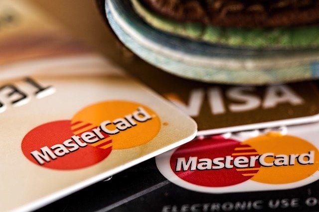 クレジットカード(デビットカード)を Apple IDに登録する方法